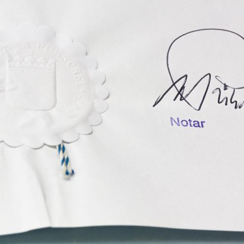 Eine Vorsorgevollmacht gewährleistet Ihnen ein hohes Maß an Selbstbestimmung: Urkunde vom Notar